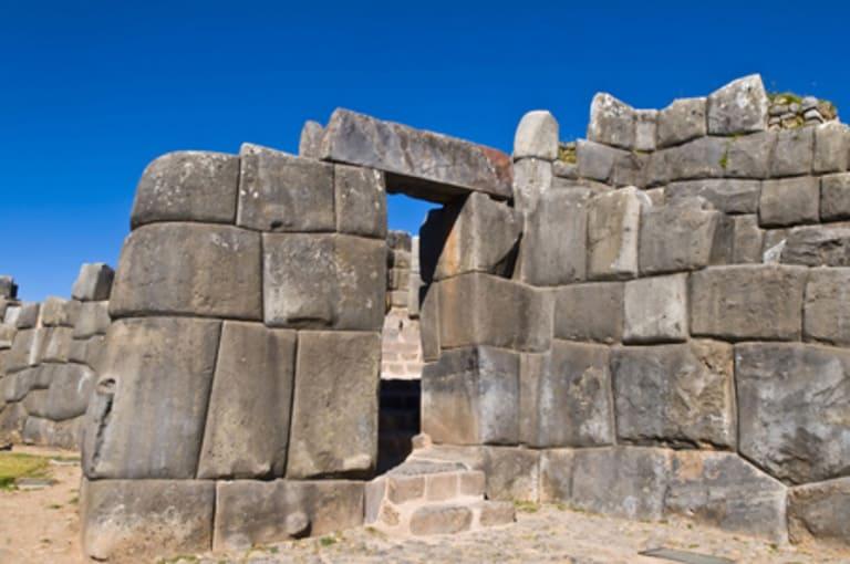 Стены цитадели Саксайуаман