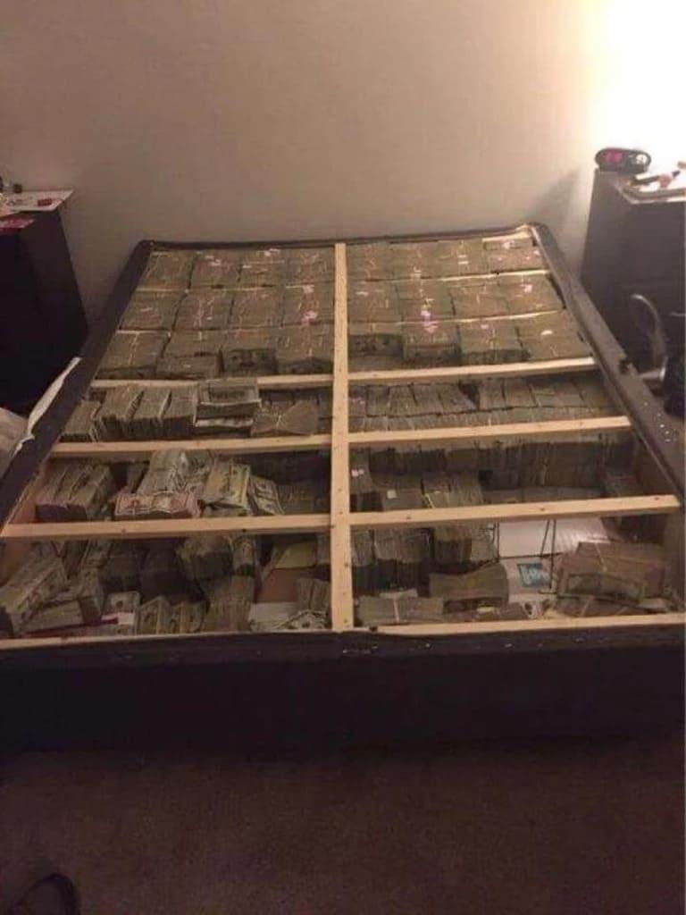 20 миллионов долларов под матрасом