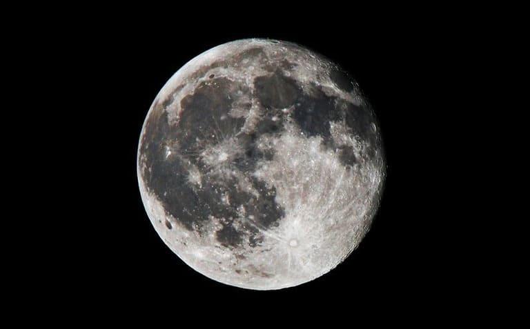 На Луне человек будет весить намного меньше