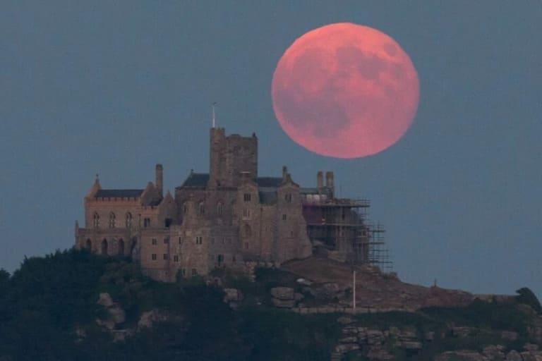 На Луне нет атмосферы