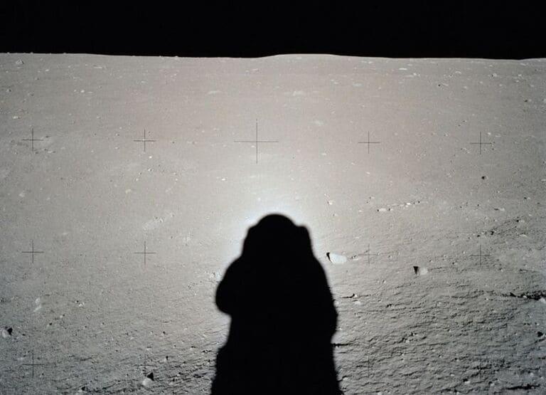 Тень на Луне